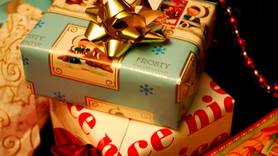Vlog: Holiday Gift Suggestions for the Ladies on Your List