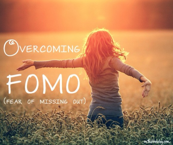 FOMO is the Fear of Missing Out. How to break the cycle and live happier. Original photo credits to © ibush on Fotolia