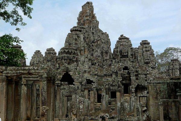 Bayonne temple, Angkor Thom, Siem Reap, Cambodia. Photo credit: Ekabhishek (wikimedia)