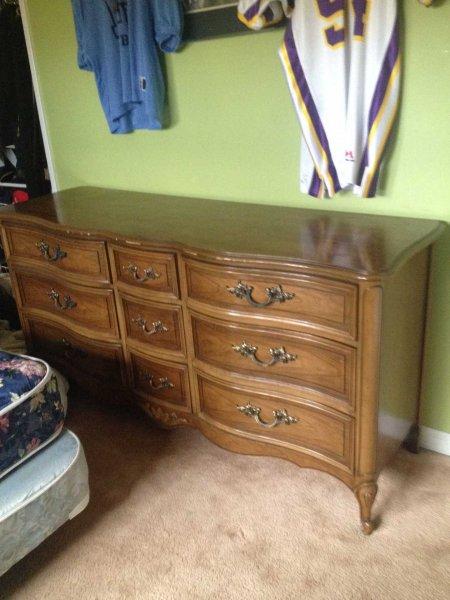 Old_dresser