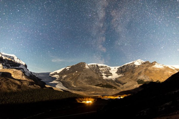 Dark sky photo of the icefields and athabasca glacier from Wilcox Pass. Photo credit: Ryan Bray