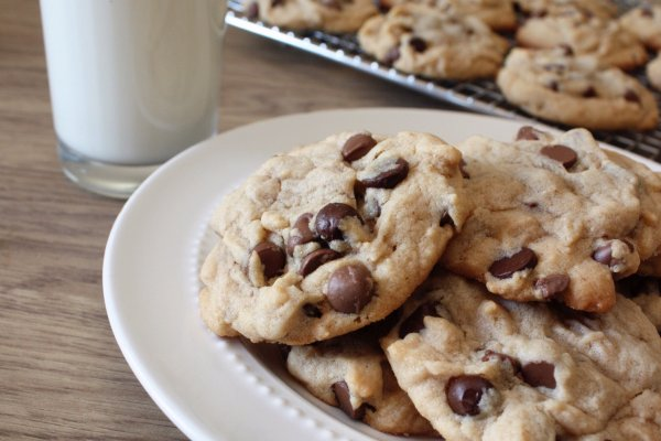 recipe: chewy peanut butter chocolate chunk cookies [23]