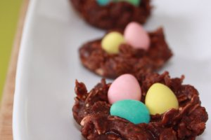 A fun Easter egg cookie recipe that requires no baking, is easy to make, and kids can help out with most steps.